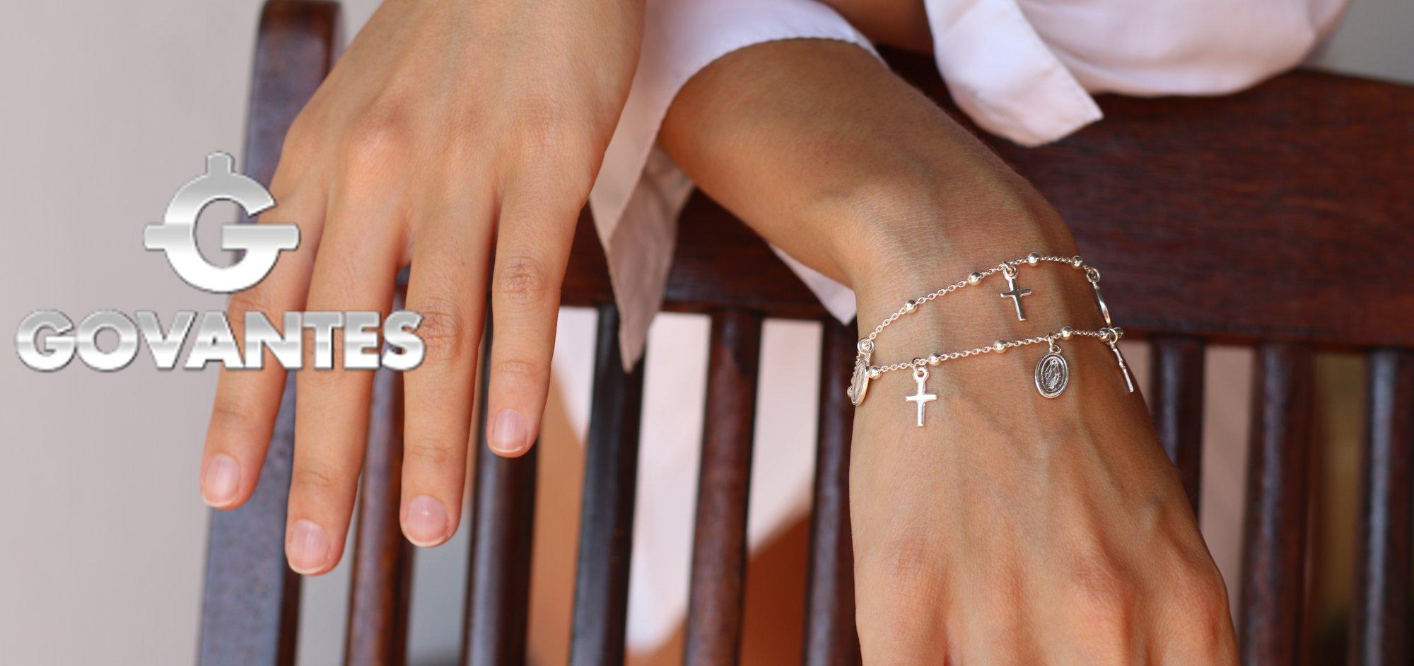 Fabricante de artículos religiosos en plata , medallas , cruces , escapularios.